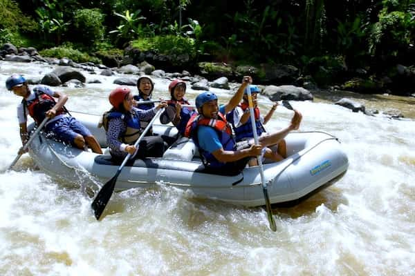 Rafting Arung Jeram Sungai Elo